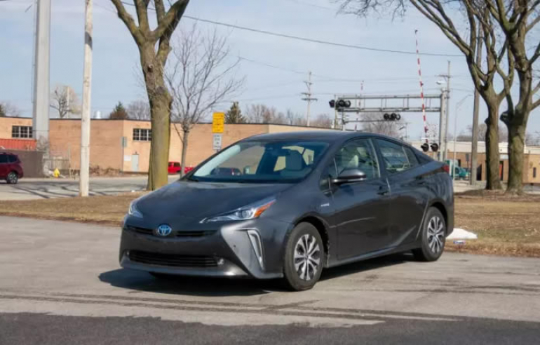 Toyota Prius Review: High Mileage, for a Price
