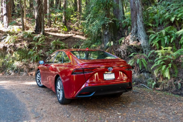 2021 Toyota Mirai Makes a Stylish Play for a Hydrogen Future